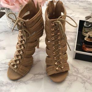 Shoes - Tan heels size 6